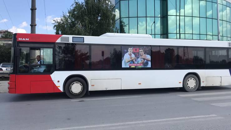 Xhaka und Shaqiri fahren im Schweizer Nationaldress durch Pristina: «Gemeinsam stolz»