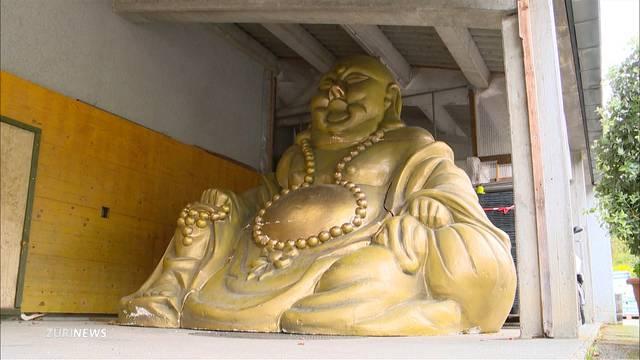 Drei Meter grosser Buddha in Winterthur