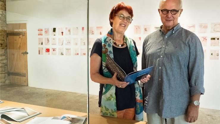 Tabitha Schuler und Heinz Schweingruber in ihrem Kulturraum.