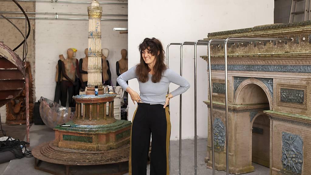 Die digitale Gesellschaft und ihre Ängste: Diesem Thema widmet sich die Berliner Künstlerin Raphaela Vogel in der Ausstellung «Bellend bin ich aufgewacht» im Kunsthaus Bregenz.