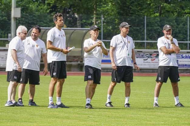 Klubarzt Felix Marti, Fitnesscoach Luis Suarez, Leiter Fitness Nacho Torrenõ, Chefcoach Marcel Koller und seine Assistenten Thomas Janeschitz und Carlos Bernegger.