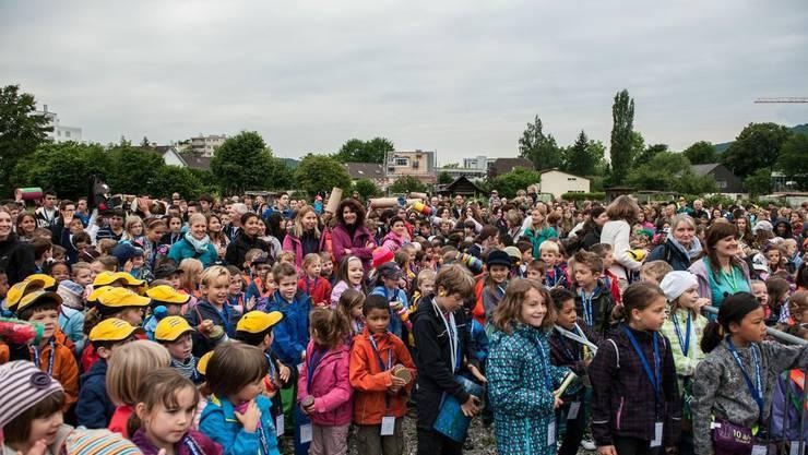 Rund 2000 Kinder und Jugendliche versammelten sich auf der Zirkuswiese