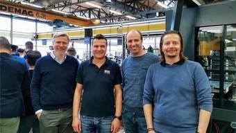 Vor der neuen Fliessfertigung (v. links): Agathon-CEO Michael Merkle und die Projektverantwortlichen Boban Djordjevic, Marcel Trüssel und Patrik Kamber. zvg