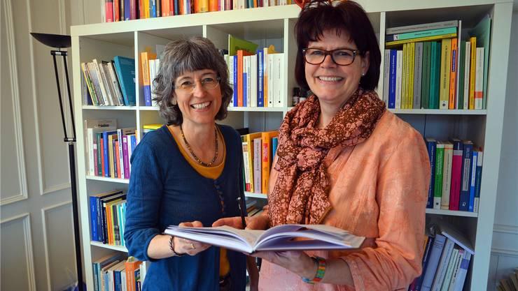 Cornelia Kuster Kaufmann, Präsidentin des Vereins Familienberatung Bezirk Muri (links), und Sekretärin Heidi Baumgartner. es