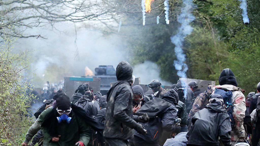 In der westfranzösischen Stadt Nantes ist es in der Nacht auf Mittwoch - wie bereits im April dieses Jahres - zu Auseinandersetzungen zwischen Sicherheitskräften und Jugendlichen gekommen. (Archivbild)