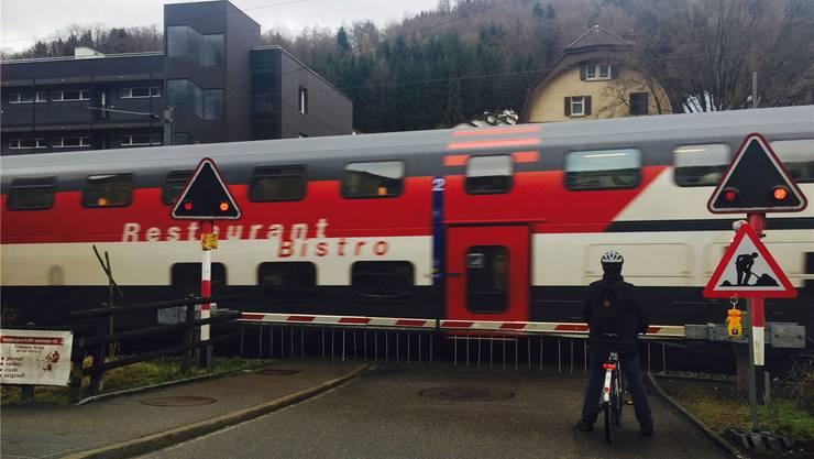 Wegen Bauarbeiten am Heitersbergtunnel sind Anfangs März bereits Personenzüge auf der ehemaligen Nationalbahnstrecke im Badener Quartier Meierhof gefahren.