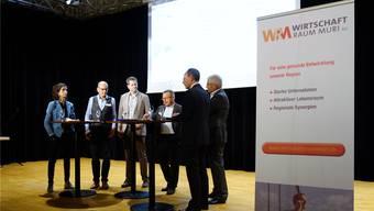 Eva Riedi, Urs Erb, Stefan Heggli, Gesprächsleiter Bruno Sidler, Lino Guzzella und Thomas Buchmann (von links) im Gespräch über die möglichen Wege, die Digitalisierung in den Unternehmungen zusammen mit den Mitarbeitenden voranzutreiben.