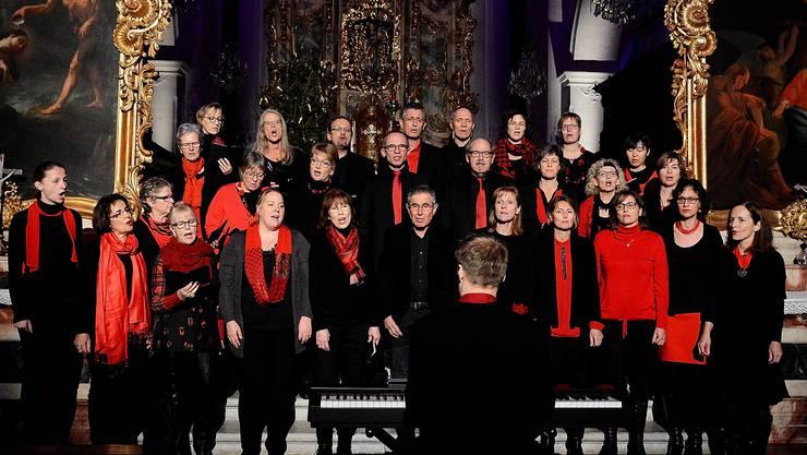 Der 30-köpfige Chor «Sing2gether» weihnächtliche Lieder unter der Leitung von Petter Udland Johansen sang unter anderem das Stück  «Merry xmas».