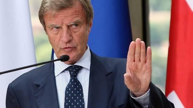Kouchner geht mit Frankreichs Roma-Politik nicht einig (Archiv)