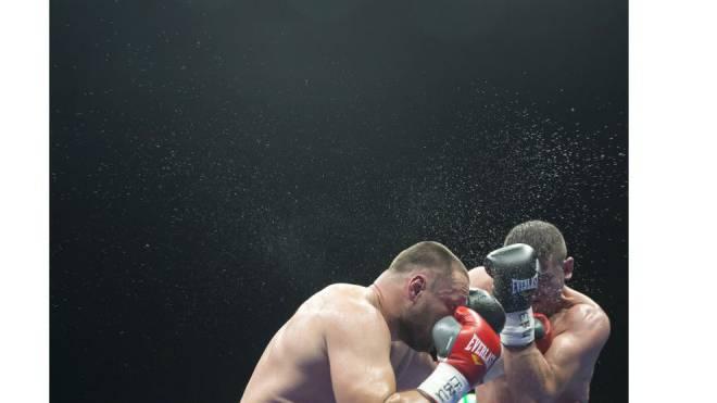 Arnold «The Cobra» Gjergjaj (rechts) bei einem Kampf im Juni in der St. Jakobshalle. Foto: Keystone/Patrick Straub