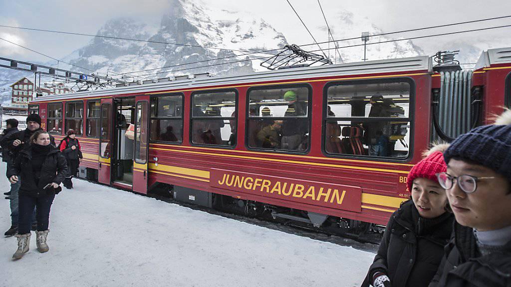 Weniger asiatische Besucher auf dem Jungfraujoch: Die Terroranschläge und die Flüchtlingsthematik in Europa wirkten sich spürbar auf die Besucherzahl der Jungfraubahnen aus.