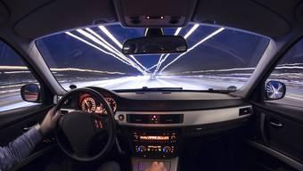Der deutsch-polnische Mercedes-Fahrer wurde eines Morgens um 6.30 Uhr auf der A1 bei Spreitenbach mit 215 km/h geblitzt. (Symbolbild)