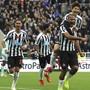 Newcastles Matchwinner José Salomon Rondon lässt sich feiern