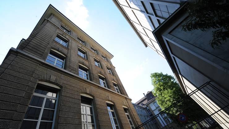 Das Kirschgarten-Gymnasium wurde Opfer eines Hackerangriffs. Zwei Schüler erhalten happige Strafen.