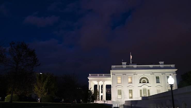 Das Weiße Haus in Washington am Abend. Foto: Evan Vucci/AP/dpa