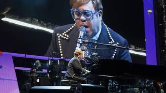 Elton John wirbt in einem neuen Werbespot für eine britische Warenhauskette - und das Weihnachtsvideo begeistert Millionen. (Archivbild)