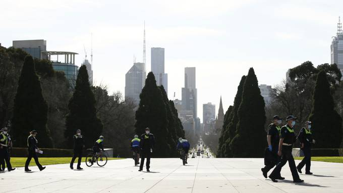 Police are seen at the Shrine of Remembrance in Melbourne, Friday, July 31, 2020. (AAP Image/Daniel Pockett) NO ARCHIVING
