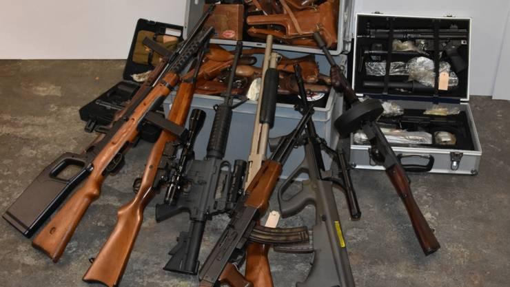 Waffenhandelring Mit Verbindungen In Die Schweiz Gesprengt