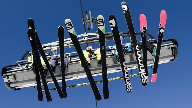 Am Samstag geht es los: Einige Skigebiete eröffnen die Saison. (Archiv)