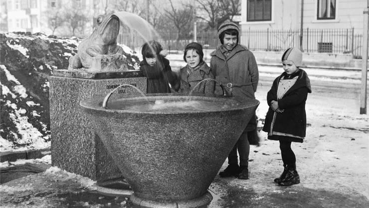Der Frösche-Brunnen 1934 – der neue Frosch soll dem Original so ähnlich wie möglich werden.Foto Welti
