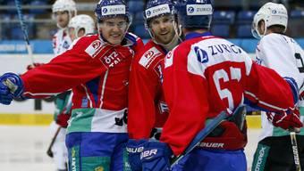 Die Klotener Robin Leone und Patrick Obrist jubeln mit dem Doppeltorschützen Romano Lemm (von links)