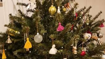 Das ist er: Der Weihnachtsbaum, der sich selbständig macht.