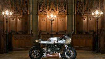 Auch das ist Kunsthandwerk: Eine eigens für die erste Ausgabe der Basler Kunsthandwerksmesse TRESOR umgebaute Ducati. (zVg)