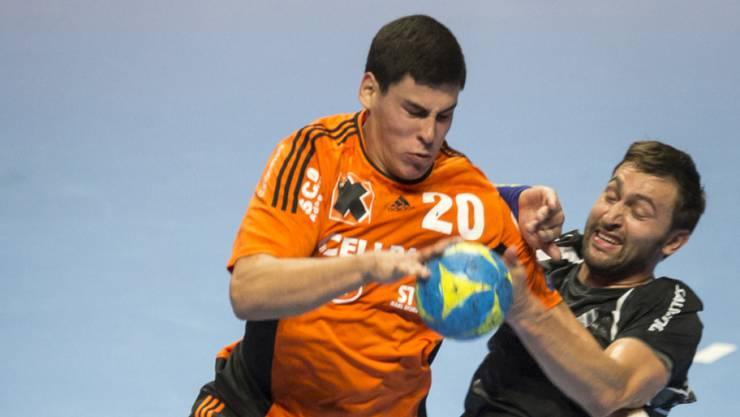 Der Schaffhauser Luka Maros (links) war im Spitzenkampf gegen Pfadi Winterthur mit neun Treffern der Topskorer.