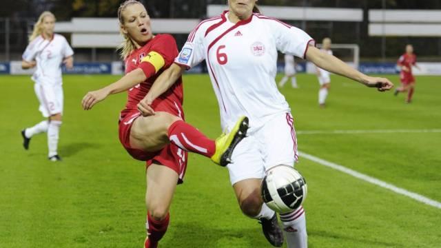 Die Schweizerinnen (hier Captain Lara Dickenmann, links) stehen in der nächsten Barrage-Runde