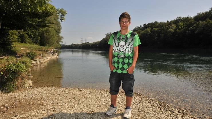 Damiano Saitta am Ort des Geschehens am Aareufer bei Flumenthal: «Ich habe Respekt vor dem Fluss.»