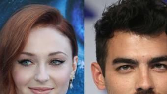Der US-amerikanische Sänger Joe Jonas und seine Freundin, die britische Schauspielerin Sophie Turner, haben sich verlobt.
