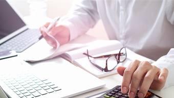 In über 500 Fällen hat ein Chefarzt am Kantonsspital Aarau falsch abgerechnet und zu Unrecht Geld bezogen. (Symbolbild)