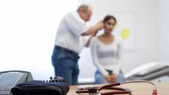 Neu hat die Schlieremer Sozialabteilung Richtlinien zum Umgang mit Arbeitsunfähigkeitszeugnissen.