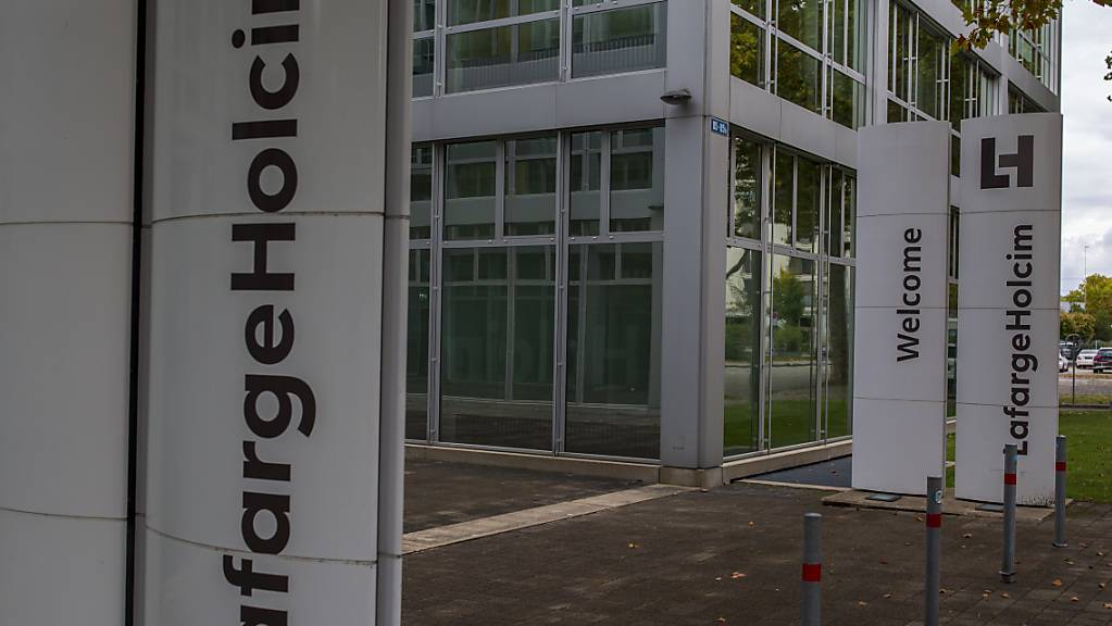 Der Zementhersteller LafargeHolcim steigt mit einer Übernahme in den USA in das Geschäft mit Flachdächern ein. (Archivbild)