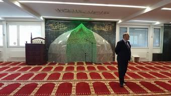Nehat Ismaili, der Imam der Weissen Moschee Aarburg, im Gebetsraum