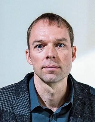 Basil Eckert (43) ist in Basel geboren und absolvierte sein Psychologiestudium in Basel und Bern. Er arbeitete in verschiedenen Kantonen als Schulpsychologe und im Heim- und Sozialbereich. Seit einem Jahr leitet Eckert die Abteilung Schulpsychologie des Kantons Schwyz. Zudem ist er Vorstandsmitglied der interkantonalen Leitungskonferenz der Schulpsychologie Schweiz (Spilk). (sh)