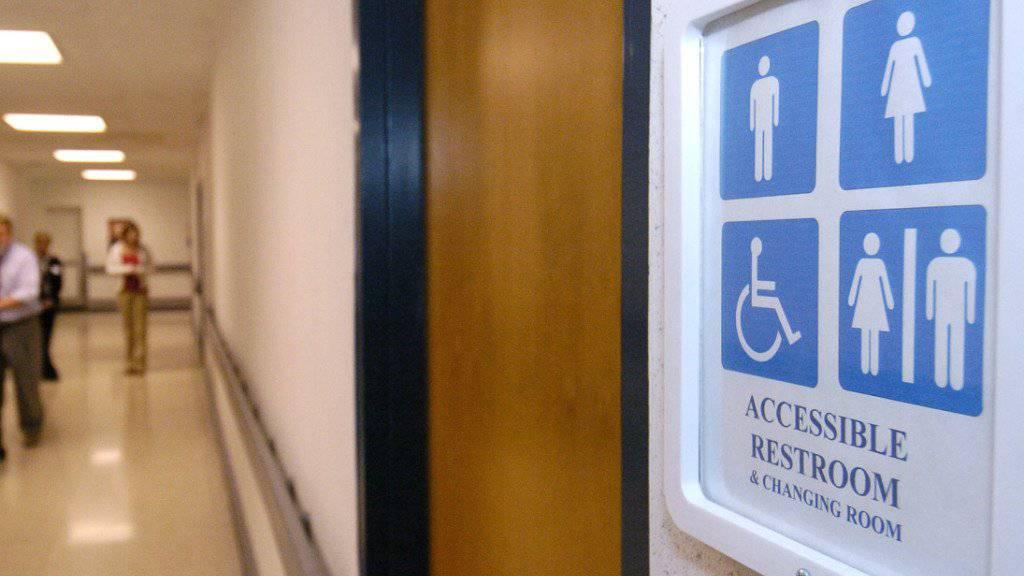 Das Mädchen, dem der Toilettengang verweigert wurde, litt danach unter Depressionen. (Symbolbild)
