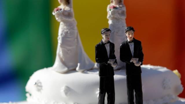 """In der Schweiz gibt es die """"Ehe für Alle"""" noch nicht. Gleichgeschlechtliche Paare können in Partnerschaft leben - kirchlich getraut werden können sie nicht."""