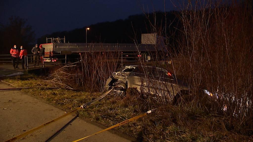 Islikon (TG): LKW schleudert Auto von Strasse