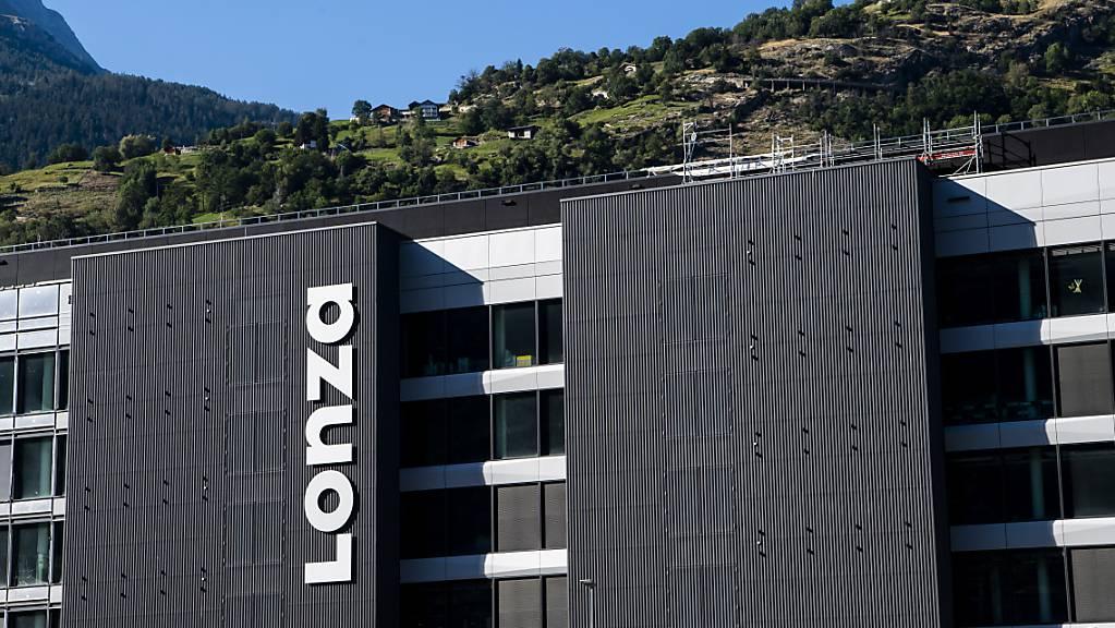 Lonza legt mit dem Coronaimpfstoff-Auftrag von Moderna ein beachtliches Tempo beim Wachstum hin. Die Prognosen für das laufende Jahr hat der Konzern erhöht. (Archivbild)