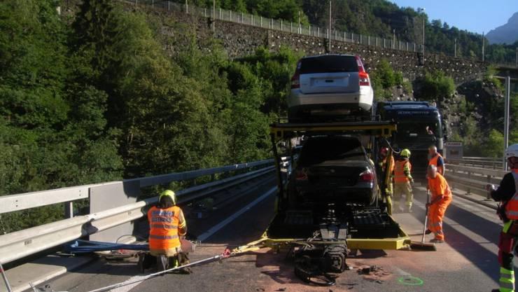 Der Anhänger eines Autotransporters hat sich auf der A2 im Kanton Uri selbständig gemacht. Verletzt wurde niemand.