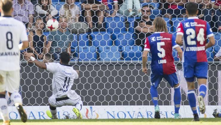 Carlinhos erzielt das späte 1:1 für Lugano.