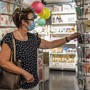 Muss man eine Maske tragen, nimmt die Lust am Stöbern ab. Die Swiss Retail Federation fürchtet sich deshalb vor einer Maskenpflicht. (Symbolbild)