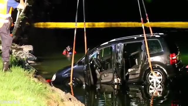 Lauerzersee: Vater rettet Kinder aus sinkendem Auto