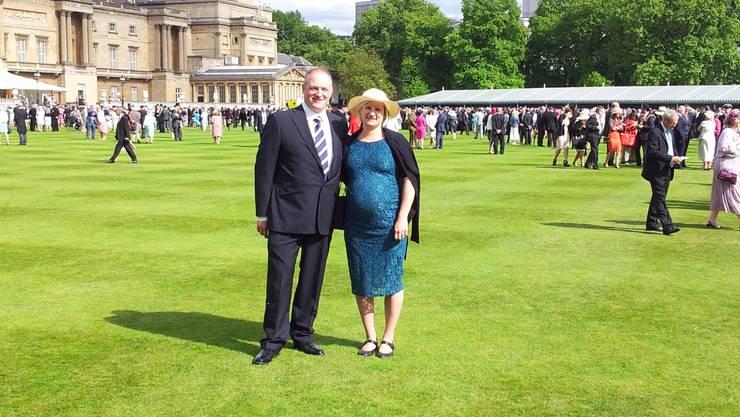 Reto und Manuela Meier aus Zeihen erlebten Queen Elizabeth II und Prinz Philip hautnah: Sie waren zu einer der legendären Gartenpartys im Garten des Buckingham-Palastes eingeladen.