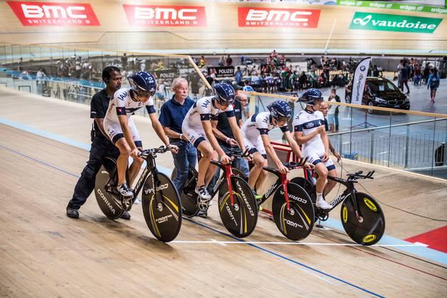 Die Radfahrer werden festgehalten