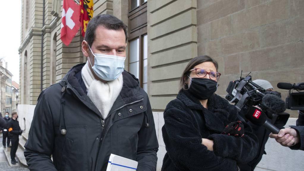 Yaël Hayat (rechts), die Verteidigerin von Pierre Maudet, versuchte vor Gericht die Lüge ihres Mandanten zu erklären.
