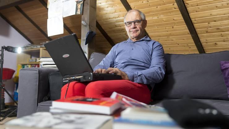 """Rudolf Elmer besitzt seinen berühmten """"Hurricane-Laptop"""" noch heute. In den 90er-Jahren speicherte er darauf die Dokumente des Offshore-Geschäfts der Julius-Bär-Bank auf den Cayman Islands. Im Fall eines Hurricanes hätte er so die Daten retten können. Nach der Kündigung behielt er sie."""