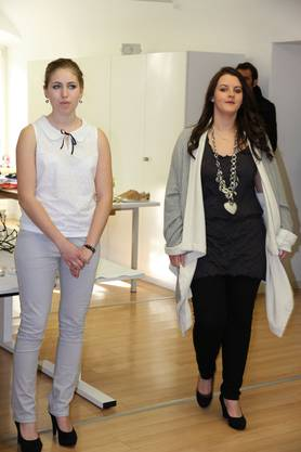 Ob Bluse oder Shirt mit reversibler Jacke: Die Basics sind vielseitig kombinierbar.