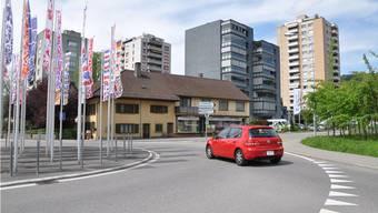 Vom Kreisel in Obersiggenthal führt die Strasse rechts in die Hertensteinstrasse Richtung Freienwil. Diese Strasse soll saniert werden.